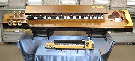 全長2.1mのギネス世界記録認定「世界一大きな大正琴」
