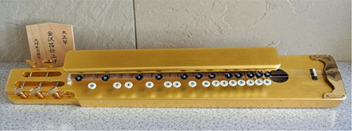 オール金箔貼りの豪華な「金箔大正琴」
