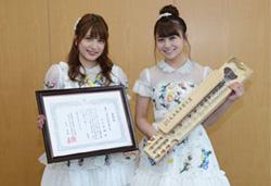 AKB48の入山杏奈さんと小嶋真子さん