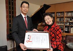 「百万本のバラ」を歌う加藤登紀子さん